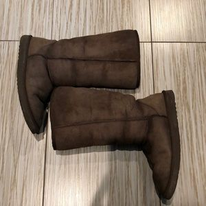 UGGS classic tall women's 8 GUC